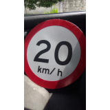 placa de sinalização de rodovias que indicam velocidade São Carlos