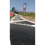 placas de sinalização de obras em rodovia Além Ponte
