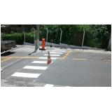 sinalização horizontal com linhas tracejadas amarelas Piracicaba